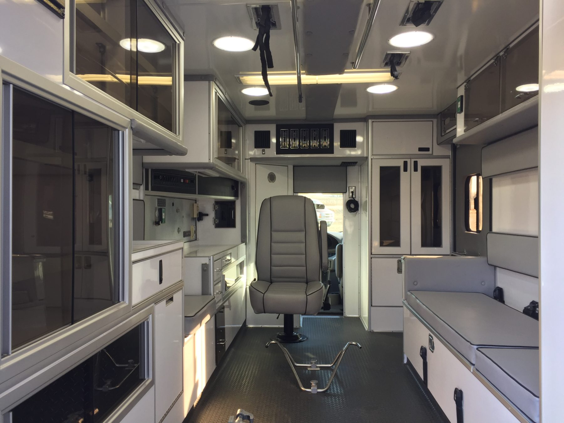 2000 Ford E450 Type 3 Ambulance For Sale – Picture 2