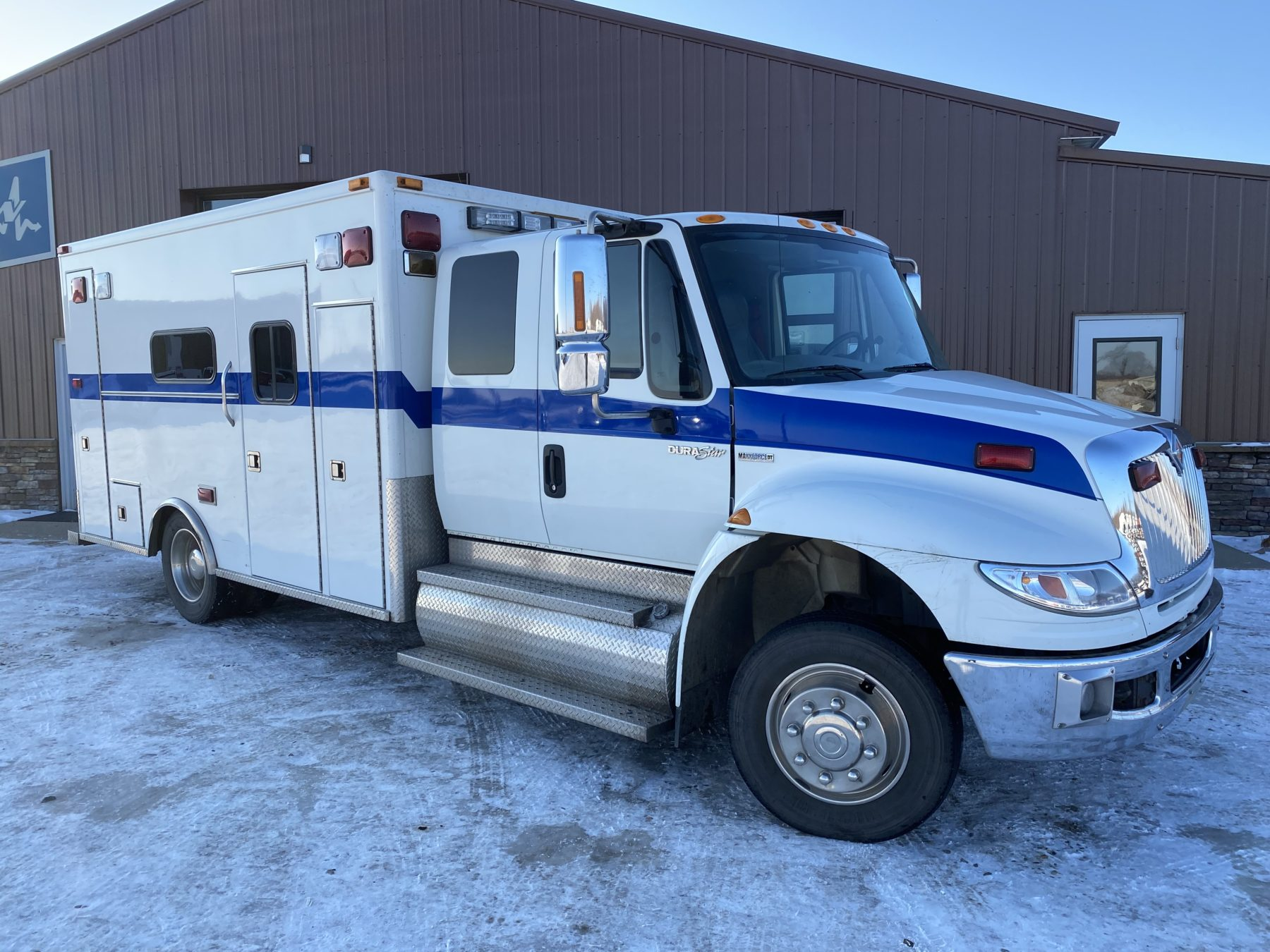 2008 International 4400 Heavy Duty Ambulance For Sale – Picture 1