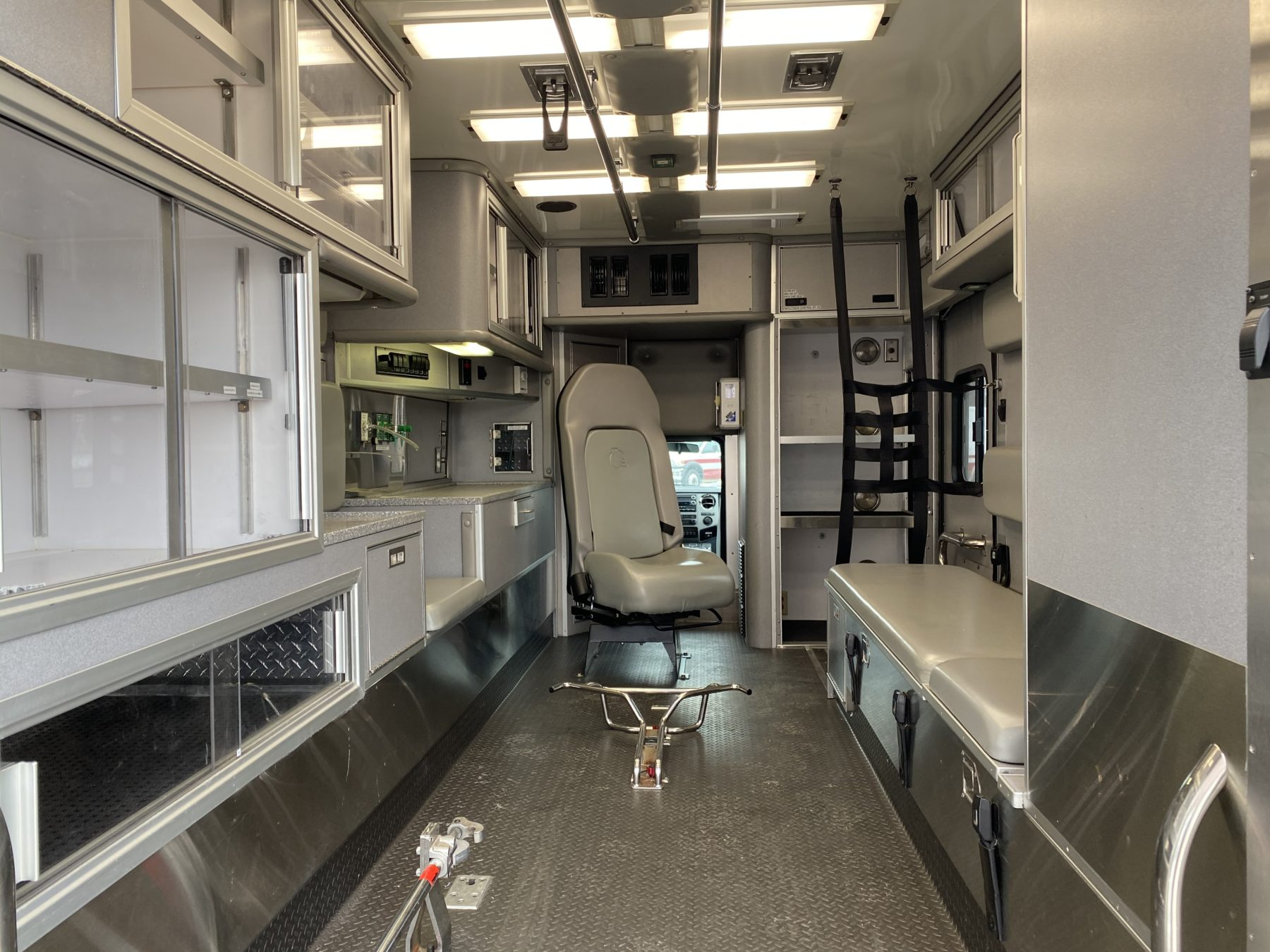 2015 Ford F450 4x4 Heavy Duty Ambulance For Sale – Picture 2