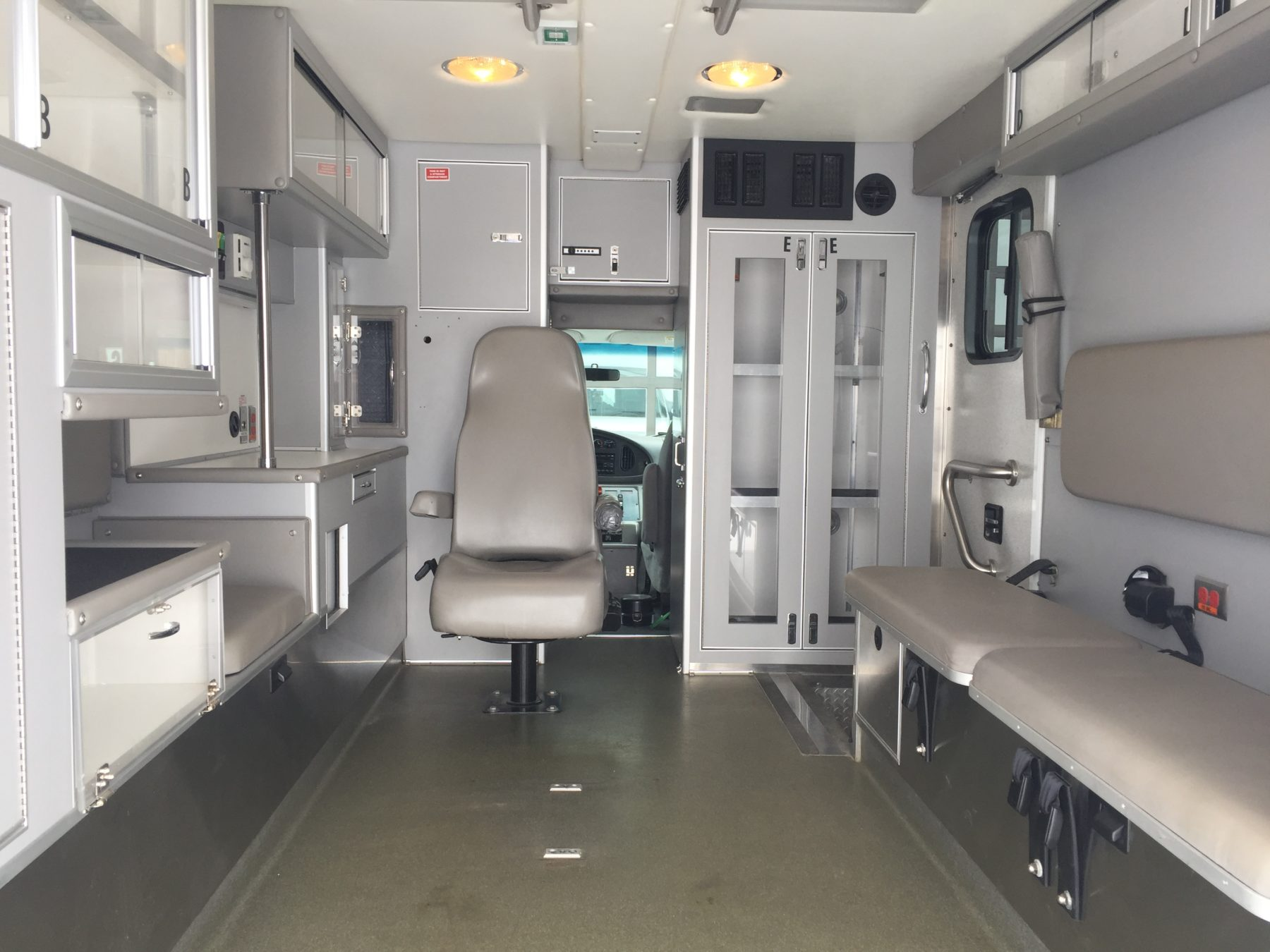 2006 Ford E450 Type 3 Ambulance For Sale – Picture 2