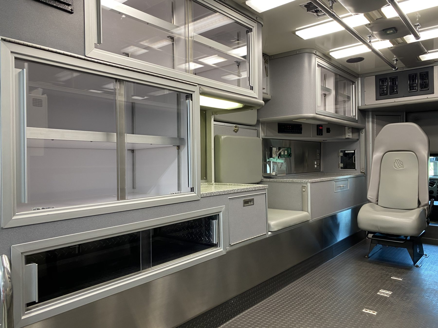 2015 Ford F450 4x4 Heavy Duty Ambulance For Sale – Picture 4