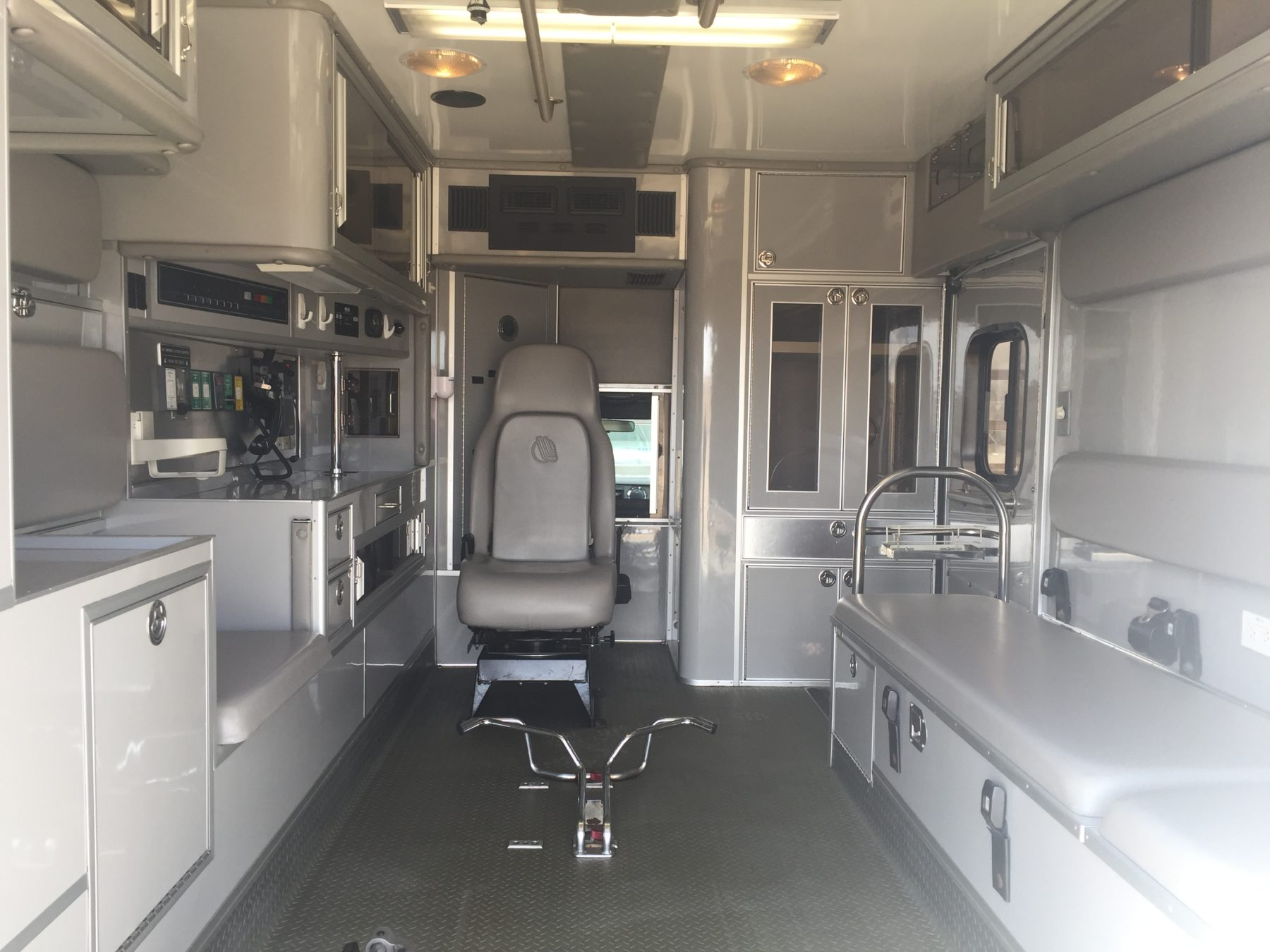 2008 Ford F450 Heavy Duty Ambulance For Sale – Picture 2