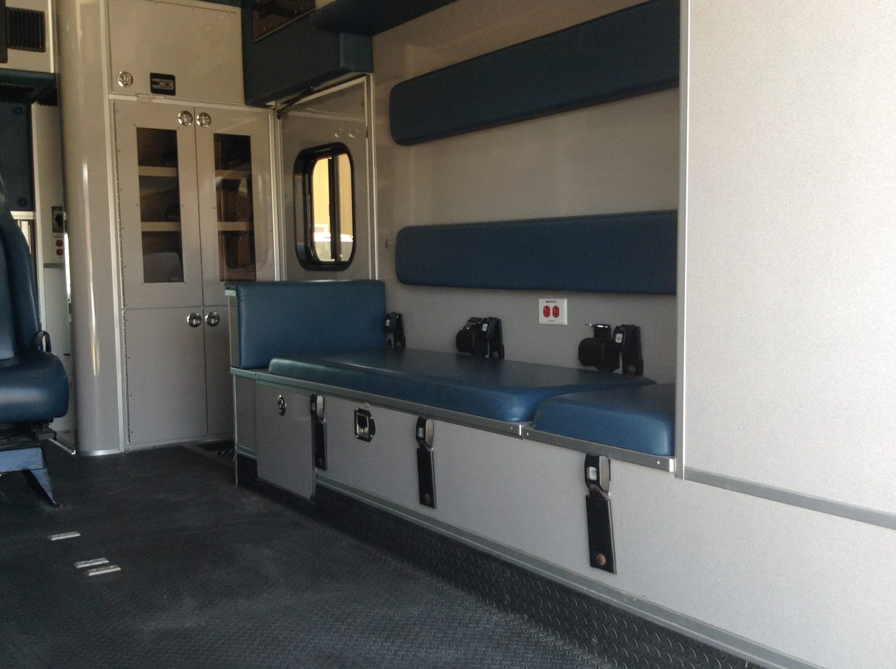 2011 Ford F450 4x4 Heavy Duty Ambulance For Sale – Picture 11