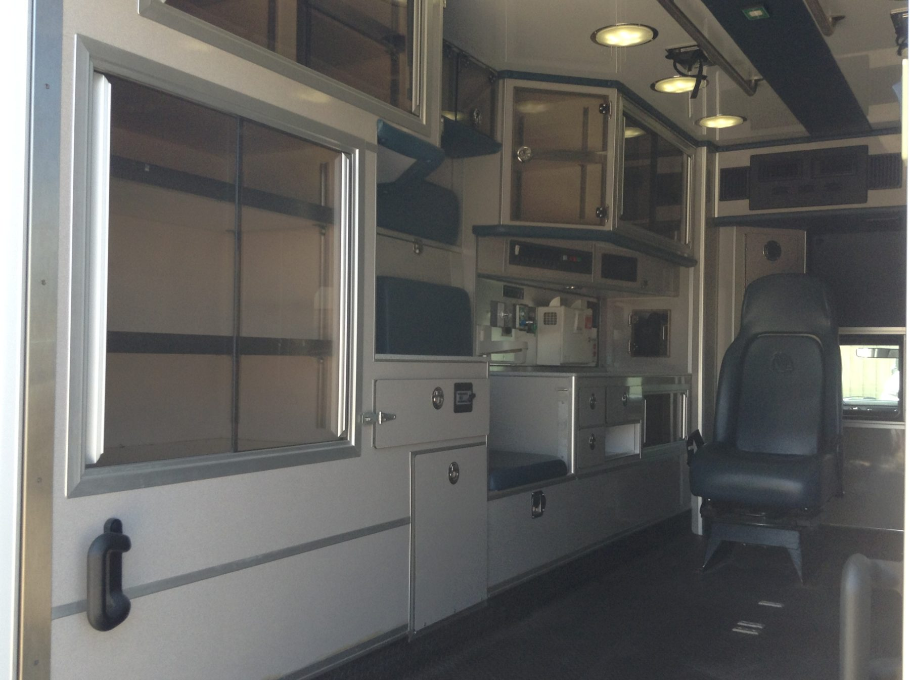 2011 Ford F450 4x4 Heavy Duty Ambulance For Sale – Picture 10