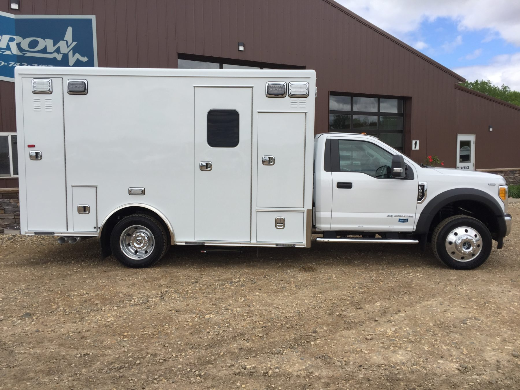 2017 Ford F450 4x4 Heavy Duty Ambulance For Sale – Picture 4