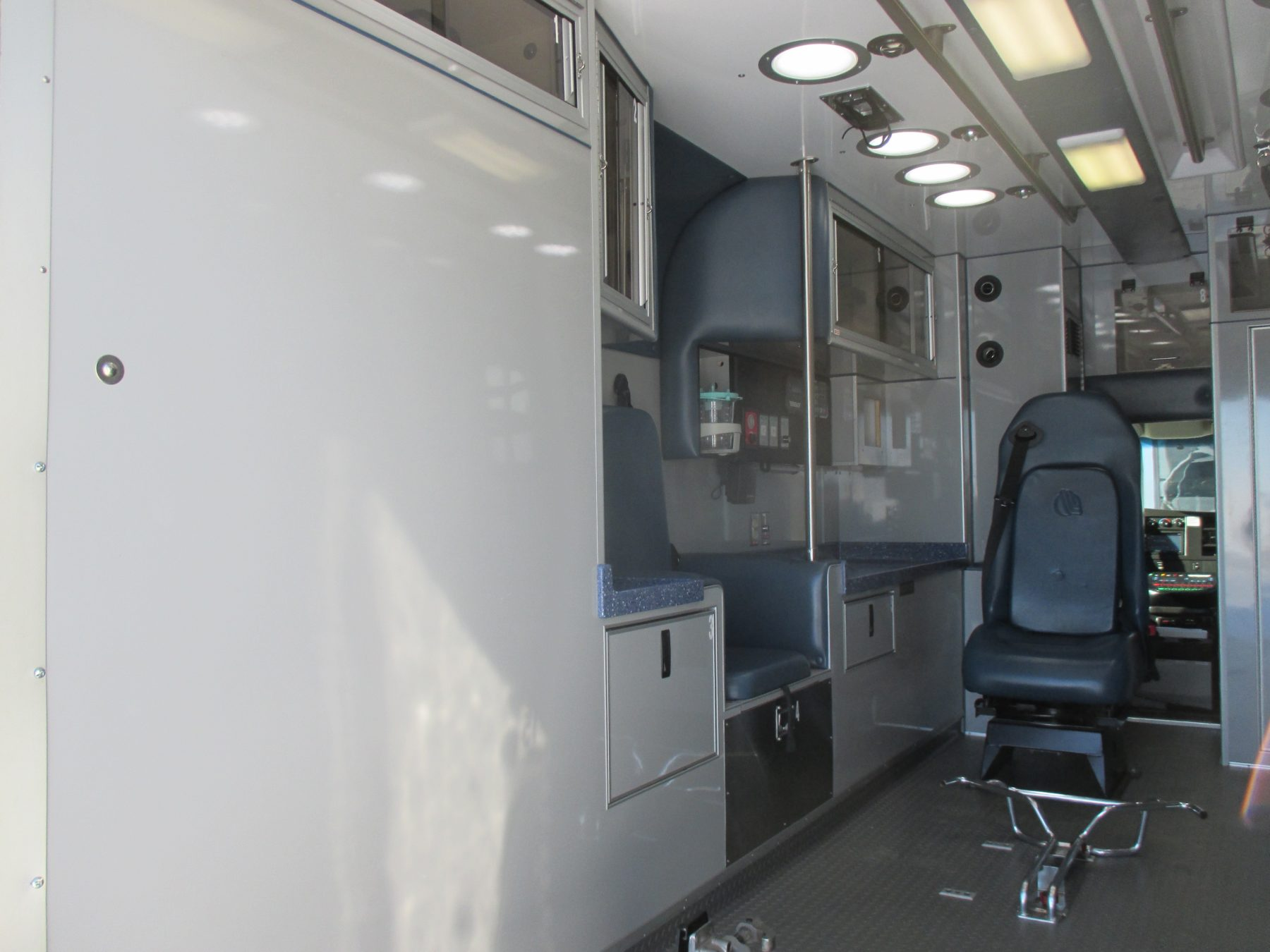 2010 Chevrolet G4500 Type 3 Ambulance For Sale – Picture 8