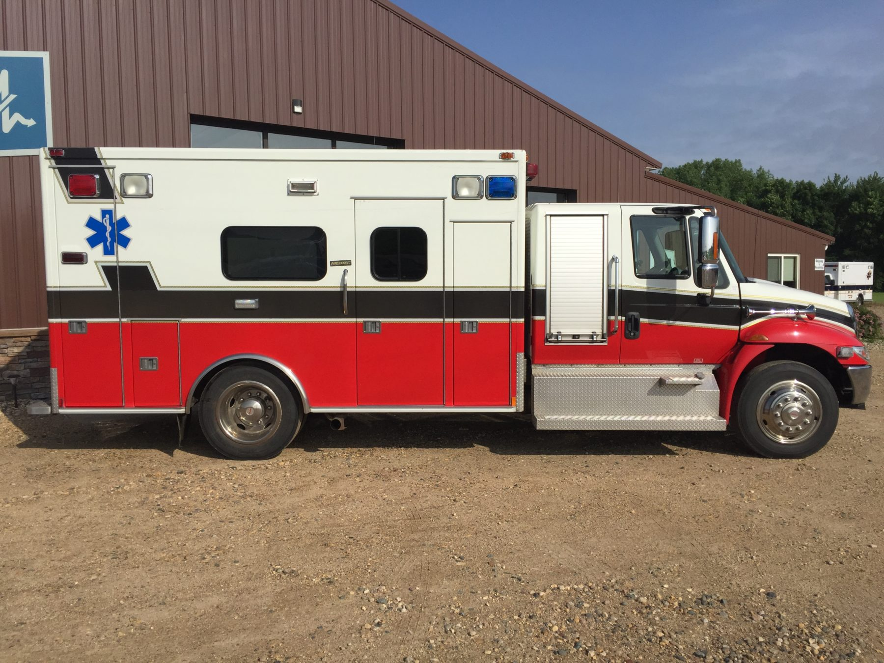 2009 International 4300 Heavy Duty Ambulance For Sale – Picture 4