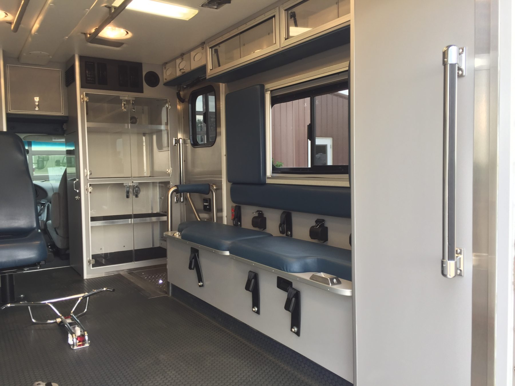 2006 Ford E450 Type 3 Ambulance For Sale – Picture 13