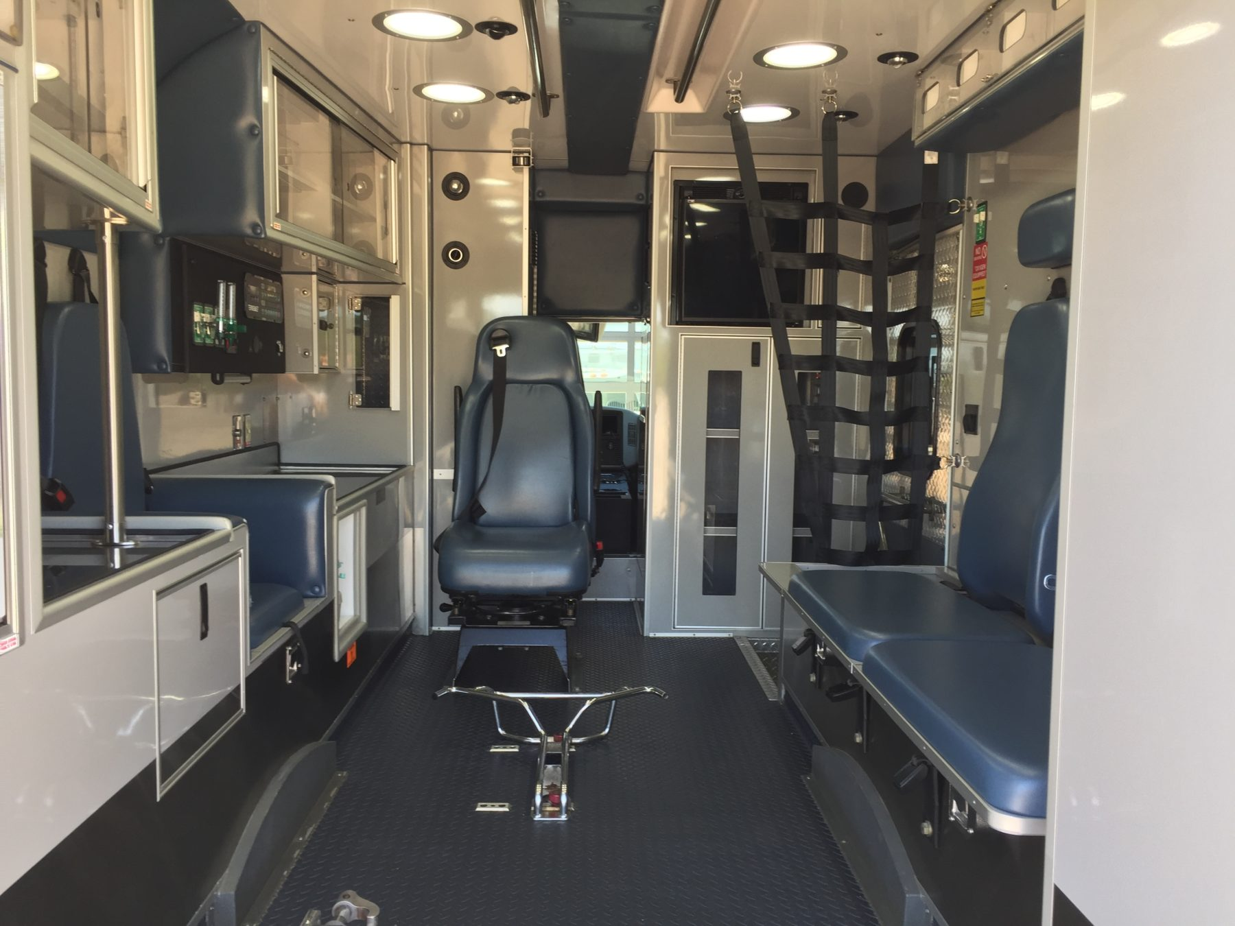 2011 International 4300 Heavy Duty Ambulance For Sale – Picture 2