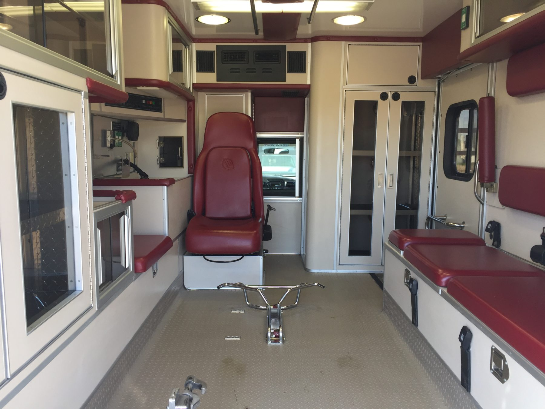 2006 Ford F450 4x4 Heavy Duty Ambulance For Sale – Picture 2