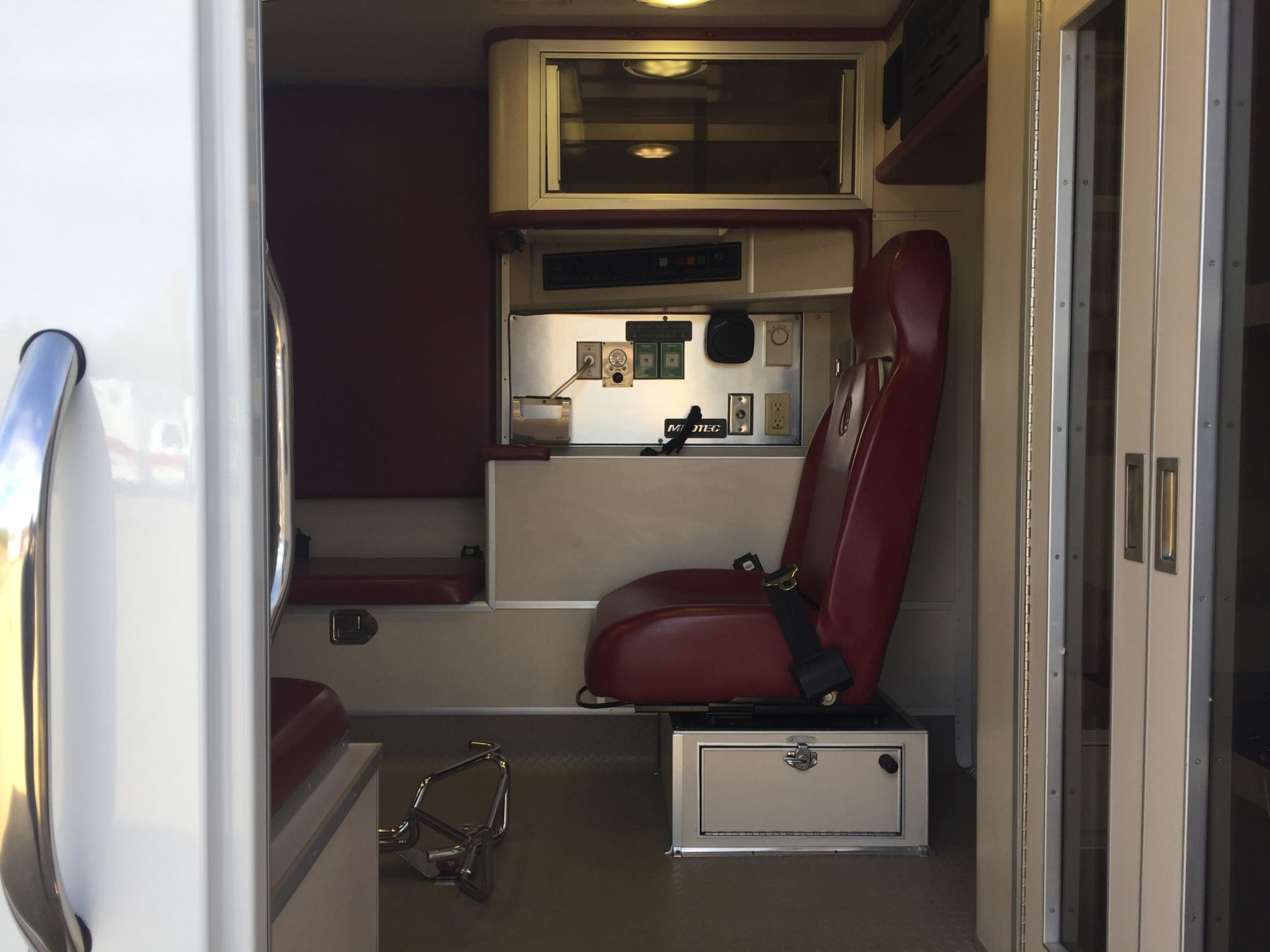 2006 Ford F450 4x4 Heavy Duty Ambulance For Sale – Picture 14