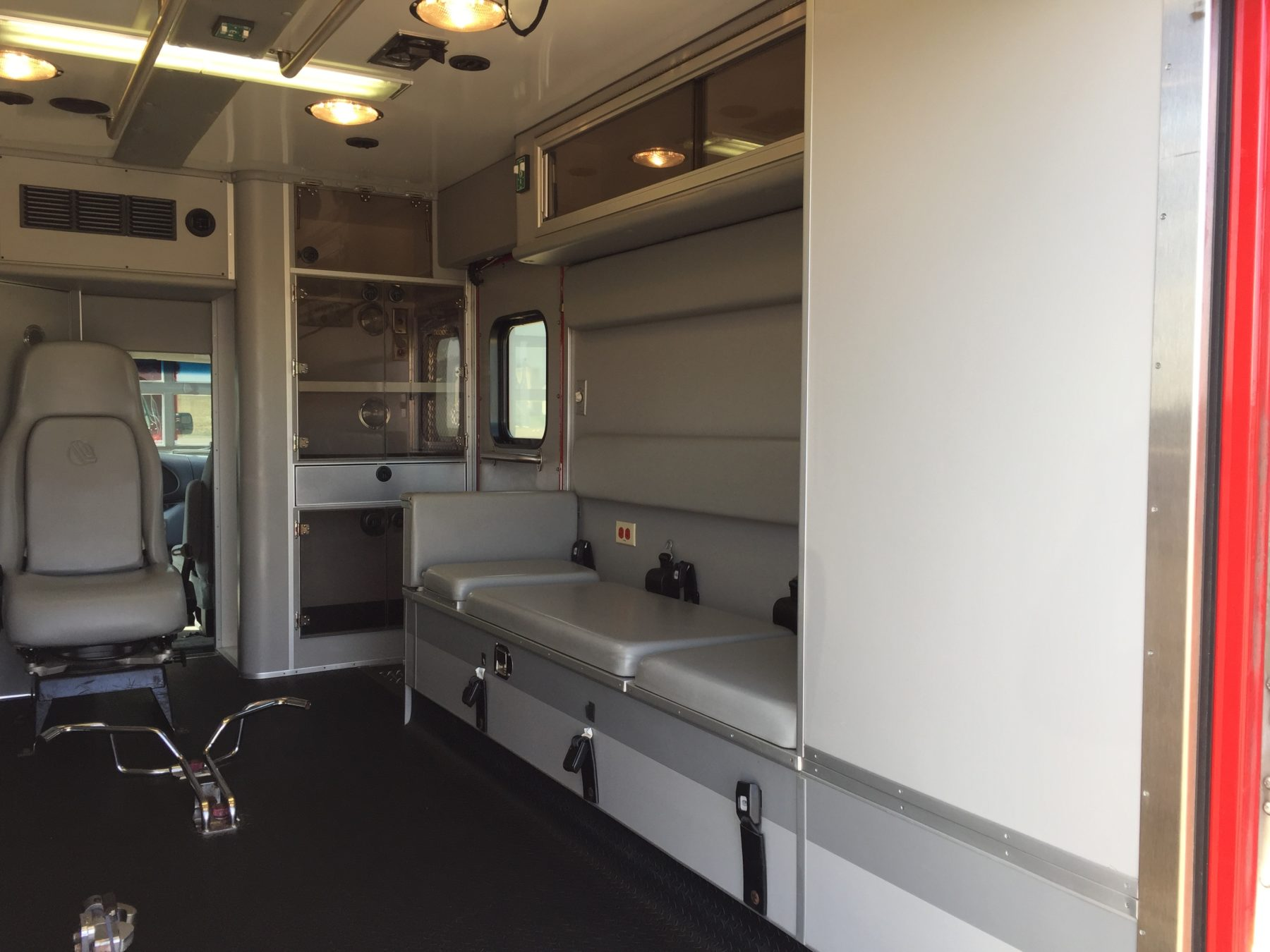 2005 Ford E450 Type 3 Ambulance For Sale – Picture 12