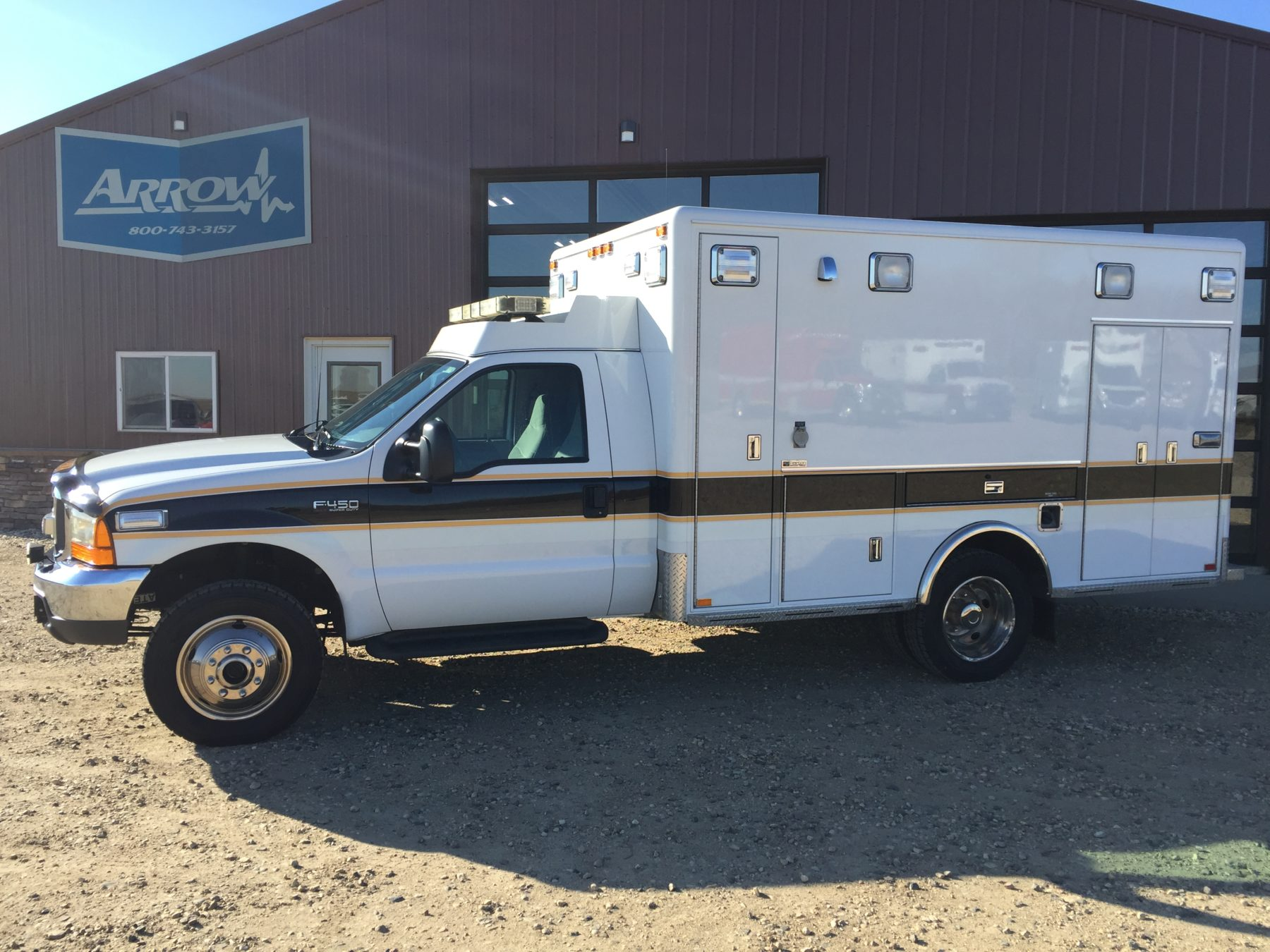 2000 Ford F450 4x4 Type 1 Ambulance For Sale – Picture 1
