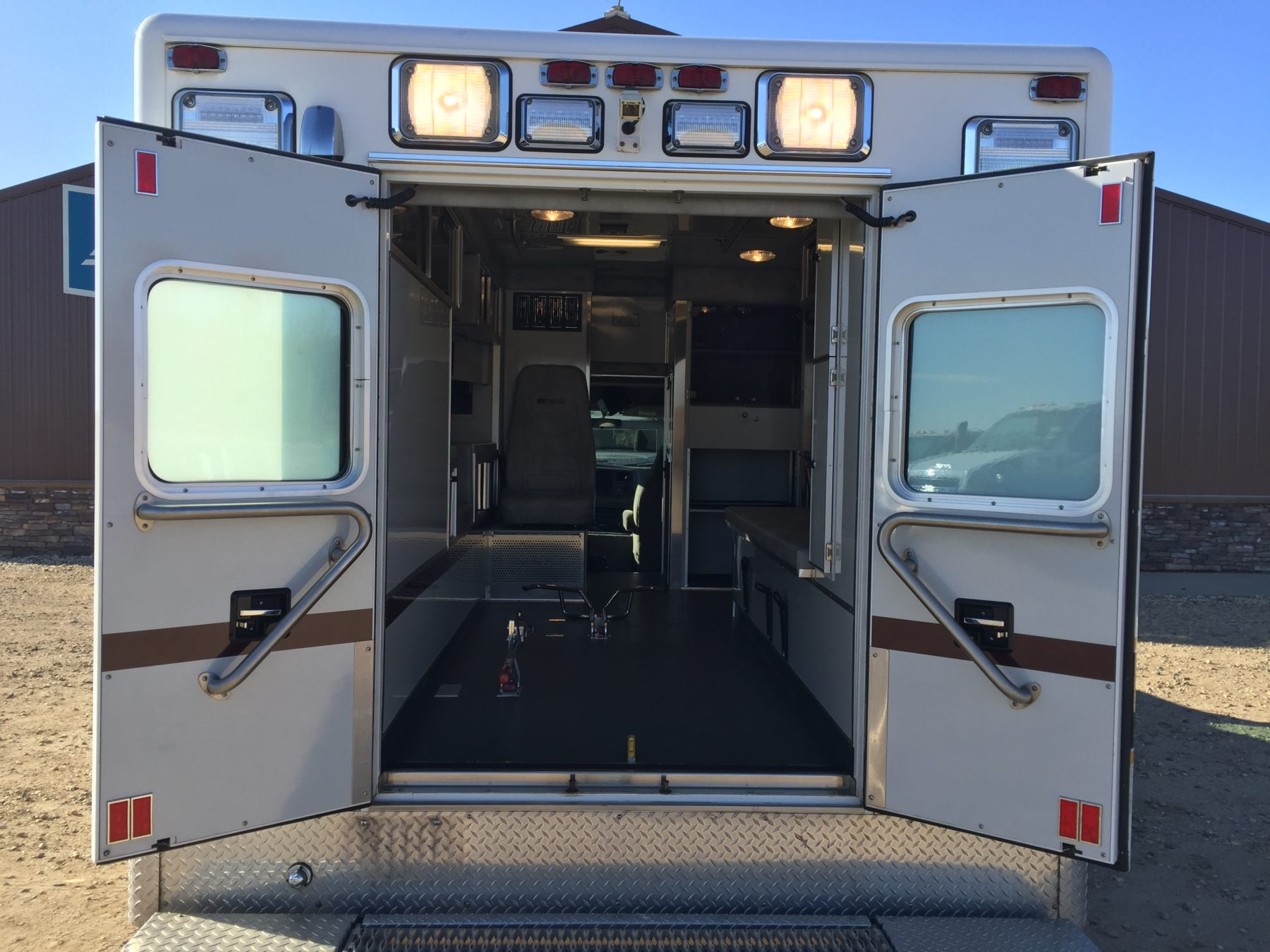 2000 Ford F450 4x4 Type 1 Ambulance For Sale – Picture 8
