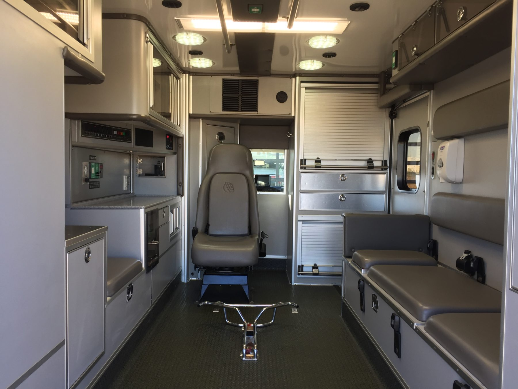 2009 Ford E450 Type 3 Ambulance For Sale – Picture 2