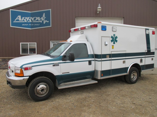 2000 Ford F350 Wheeled Coach Type 1 4x4 Ambulance For Sale
